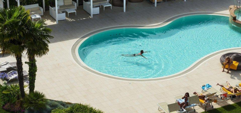 salzwasserpool serviceleistungen hotel san marco bibione. Black Bedroom Furniture Sets. Home Design Ideas